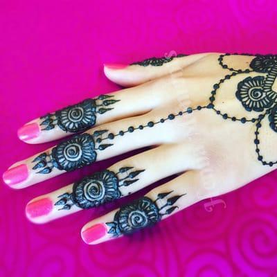 Henna Moments