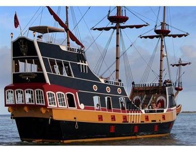 "The ""Black Raven"" Pirate Ship"