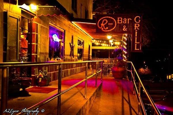 R Bar & Grill