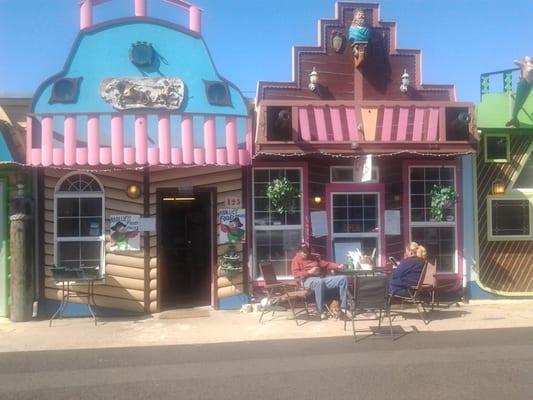 Mollie's Food Follies Cafe