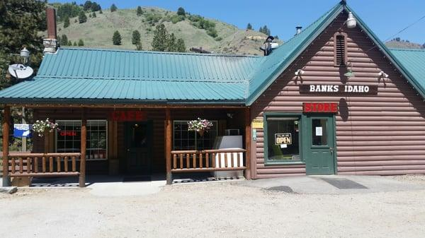 Banks Store & Cafe