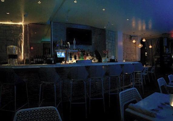 TUT Restaurant & Lounge