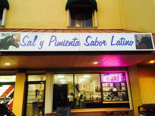 Sal Y Pimienta Sabor Latino