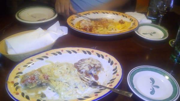 LaNueva Estrella Bar & Restaurant