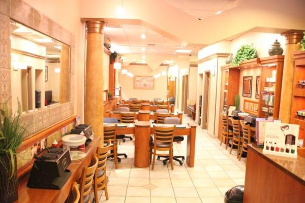 Dyanna Body Nail Salon - Spa