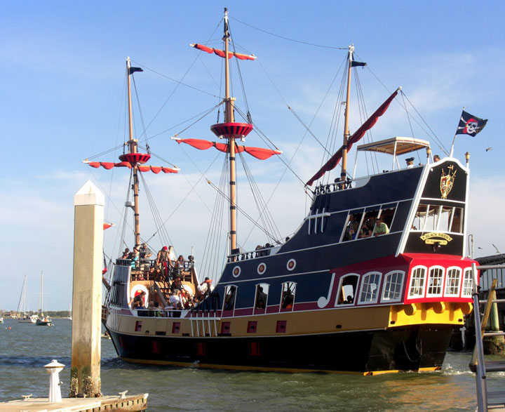 "The ""Black Raven"" Pirate Ship"