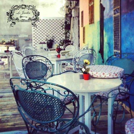 La Beau Jardin Cafe Grill & Bar