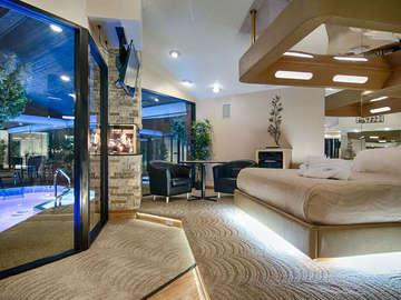 Sybaris Pool Suites - Frankfort