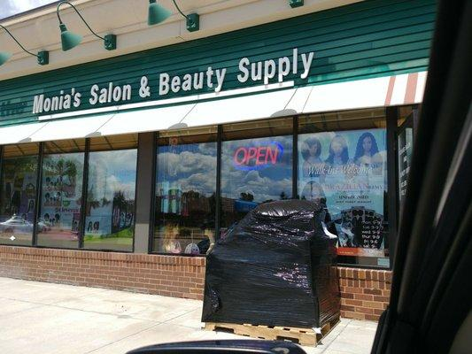 Monia's Salon & Beauty Supply