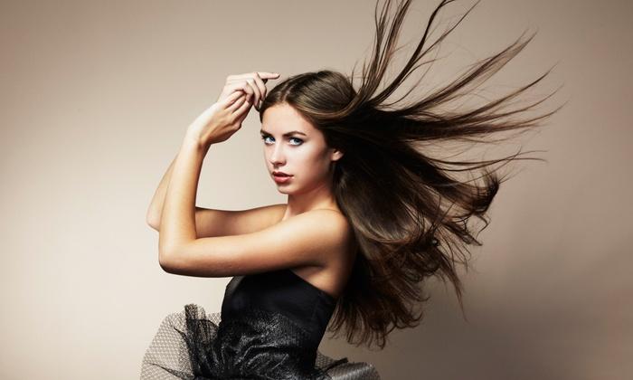 Shayla Klinger at En Vogue Salon