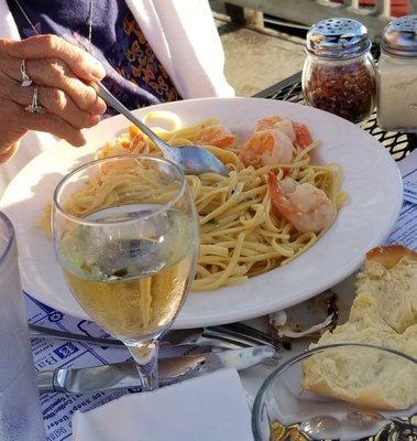 Johnnie's Pier 31 Restaurant & Marina