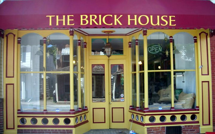 Brick House Cafe and Coffee Shop